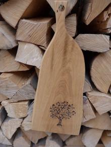 Pomôcky - Dubová doska na krájanie a servírovanie s rezbou, motív strom 1 - 10199681_