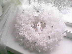 Dekorácie - Vianočný veniec na dvere ... biely sniežik ... - 10199617_