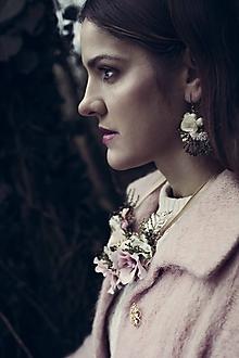 Náhrdelníky - Kvetinový set - náušnice a náhrdelník - 10201559_