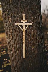 Dekorácie - Drevený kríž s korpusom pravidelný - 10200119_