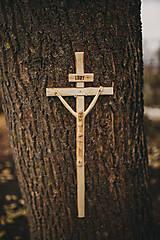Dekorácie - Drevený kríž s korpusom pravidelný - 10200120_