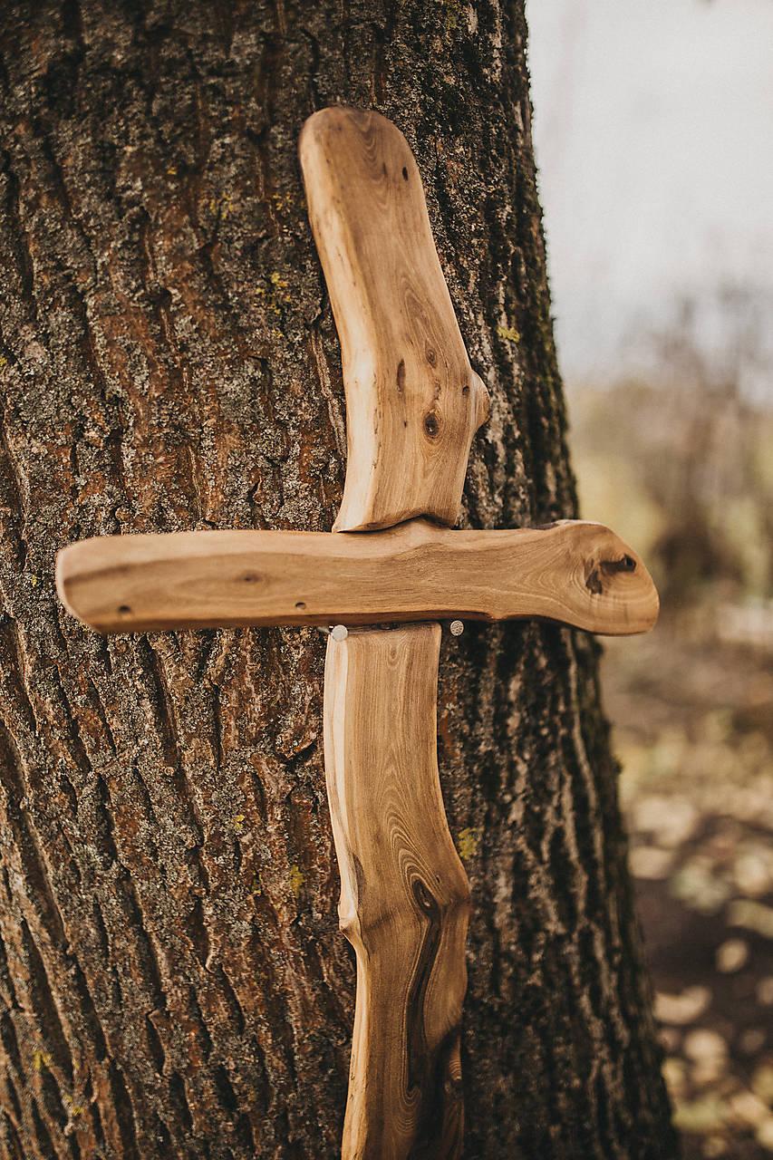 Drevený kríž nepravidelný
