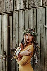 Ozdoby do vlasov - Prírodný lesný venček s perím - 10201129_