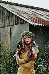 Ozdoby do vlasov - Prírodný lesný venček s perím - 10201132_