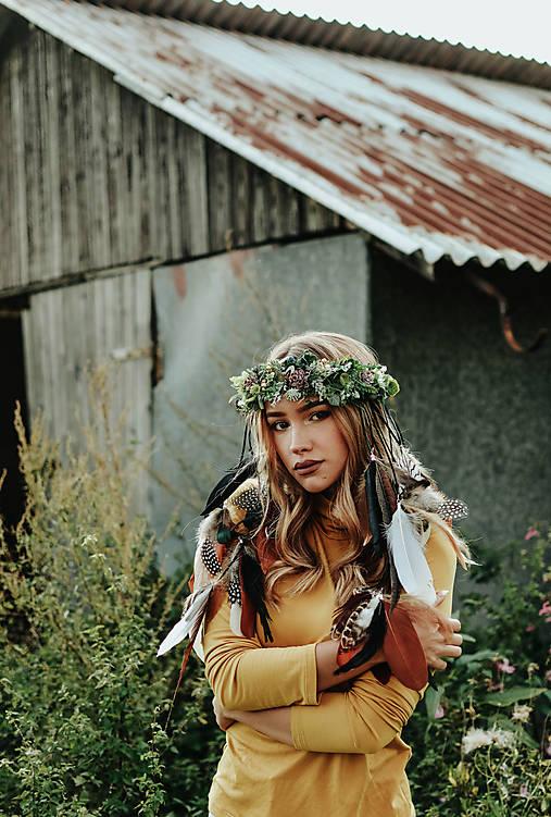 Prírodný lesný venček s perím