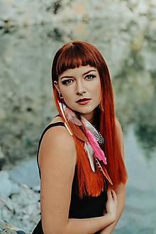 Ozdoby do vlasov - Jemný ružový hair clip s perím - 10203677_