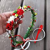 Sviatočný, vianočný,  venček do vlasov s červenými bobuľkami a ružičkami