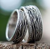 Prstene - Prepletené cesty osudu /celostrieborné varianty/ (Obrúčky s prachovými okrajmi) - 10207449_