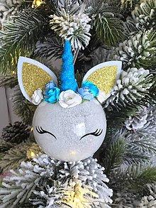 Dekorácie - Vianočná guľa Jednorožec -sklo - 10208306_