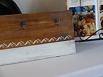 Nábytok - Drevený vešiak - 10211194_