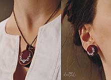Sady šperkov - Biely polvenček v bordovom objatí - náušnice + náhrdelník - 10211375_