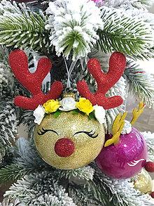 Dekorácie - Vianočná guľa Sobík -sklo - 10212287_