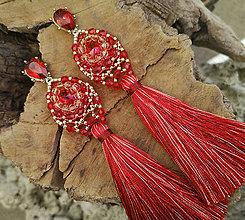 Náušnice - Šité náušnice červeno-zlaté, červený strapec - 10210285_