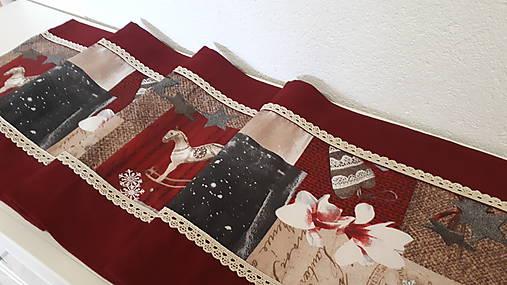 Stredový Vianočný obrus  (Snehové vločky s čipkou)