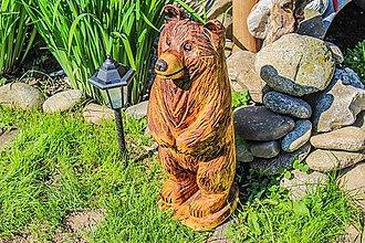 Dekorácie - záhradná dekorácia drevorezba medved 60 cm - 10216227_