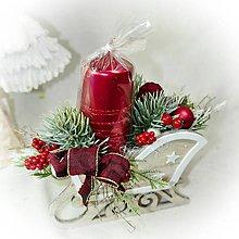 Dekorácie - Vánoční svícen v saních menší - vínová sv. - 10215505_