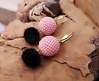 Náušnice - Visiace náušnice s obšívanou guličkou ružovo - čierne - 10213621_