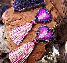Náušnice - Srdiečkové náušnice fialové so strapcom - 10213190_