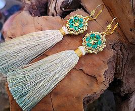 Náušnice - Šité náušnice, zeleno-zlaté, Swarovski, hodvábny strapec - 10214461_