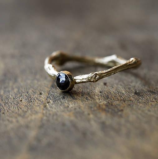 Prstene - Vetvičkový s čierným diamantom, žlté zlato - 10217209_