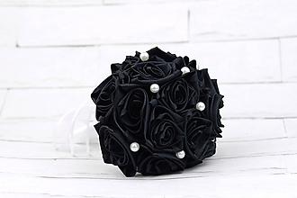 Kytice pre nevestu - Saténová kytica svadobná čierna ruže - 10217406_