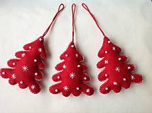 Dekorácie - Červený vianočný stromček - 10217335_