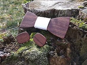 Doplnky - Pánsky drevený motýlik a manžetové gombíky - 10221186_