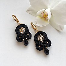 Náušnice - Ručne šité šujtášové náušnice / Soutache earrings - Swarovski®️crystals (Rosy - rosegold/čierna) - 10221243_
