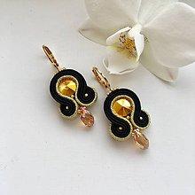 Náušnice - Ručne šité šujtášové náušnice / Soutache earrings - Swarovski®️crystals (Dalma - zlatá/čierna - mini) - 10221363_