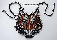 Náhrdelníky - Korálkový extravagantnejší šitý náhrdelník - 10220496_