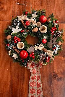Dekorácie - Vianočný prírodný veniec s jablkami a jutovou mašľou 34cm - 10223225_