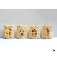 Svietidlá a sviečky - Adventný svietnik pletený (100% ovčia vlna) s domčekmi - 10225603_