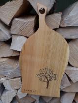 Pomôcky - Čerešňová doska na krájanie a servírovanie s rezbou, motív strom 2 - 10223640_