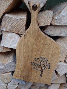 Pomôcky - Dubová doska na krájanie a servírovanie s rezbou, motív strom 2 - 10223717_