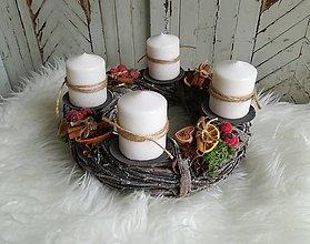 Dekorácie - Adventný veniec s perníčkami - 10225941_