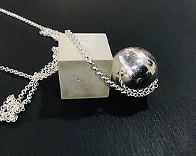 Náhrdelníky - Betónový prívesok - Cube point gray - na Ag retiazke - 10225769_