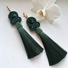 Náušnice - Ručne šité šujtášové náušnice / Soutache earrings -  Swarovski®️crystals (Karin - smaragdová) - 10225063_