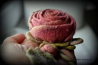 Odznaky/Brošne - Vintage hodvábna brošňa vo farbách starej ruže a šampanské - 10224650_