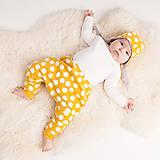 Detské čiapky - Obojstranná zateplená čiapka z bio bavlny GOTS - horčicová - 10227085_