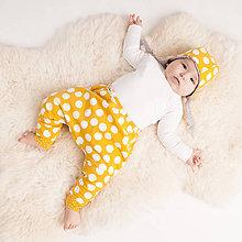Detské oblečenie - Zateplené tepláky z bio bavlny GOTS - horčicové - 10226891_