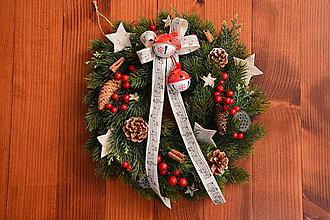 Dekorácie - Vianočný veniec s cinkajúcimi roľničkami 33cm - 10226071_
