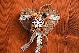 Dekorácie - Jutové vianočné srdce s vločkou 17cm - 10226119_