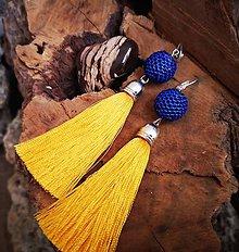 Náušnice - Visiace náušnice s obšívanou guličkou modro-žlté - 10225376_