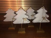 Dekorácie - Vianočný stromček s podstavčekom - 10230745_