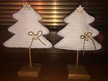 Dekorácie - Vianočný stromček s podstavčekom - 10230748_