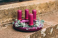 Dekorácie - Fialový adventný veniec - 10229983_