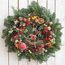 Dekorácie - Vianočný veniec s koníkom ...prírodný ... - 10231168_