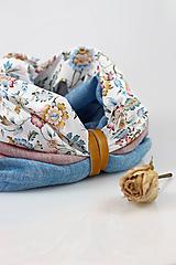- Pôvabný dvojitý kvetinový nákrčník z ľanu a bavlny