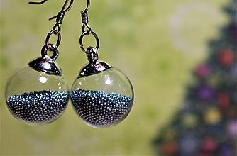 Náušnice - Vianočné náušnice - plnené modrými perličkami - 10230824_