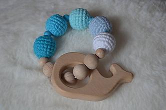 Hračky - Háčkované - drevené hryzatko (Tyrkysová) - 10228793_